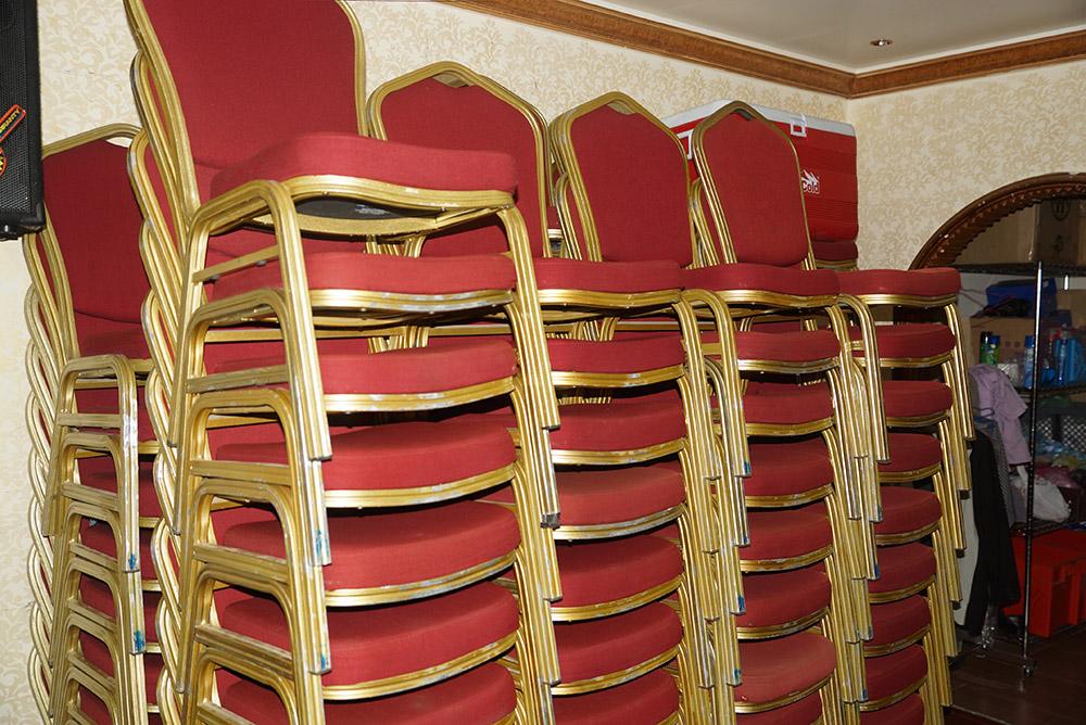 الآن للبيع وبكميات محدودة كراسي نابليون بألوانها وكراسي وطاولات للأفراح والقاعات i_ce2303f5ac6.jpg